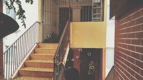 Оранжевый балкон с пузырями мыла стоковые изображения rf