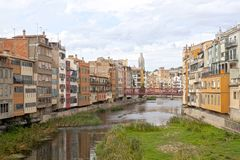 Oñar river passing by Gerona and a bridge Royalty Free Stock Photos
