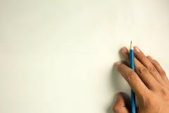Ołówek kłaść na ręce, odosobnionej na białego tła bezpłatnej przestrzeni Zdjęcia Stock