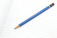 Ołówek na białej książce Zdjęcie Royalty Free