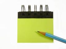 Ołówek na notatniku odizolowywającym na białym tle zdjęcia royalty free
