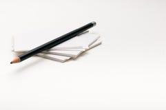Ołówek na papier notatce na białym tle Zdjęcie Royalty Free