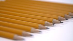 Ołówki na białym tła zakończeniu zbiory wideo