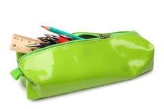 Ołówkowa skrzynka z szkolnymi dostawami zdjęcia stock