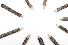 Ołówkowe kredki Ustawiać w barkentynie Układającej w kurenda wzorze obraz royalty free