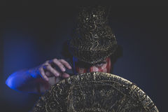 Żołnierz, brodaty mężczyzna wojownik z metalu hełmem i osłona, dzika Zdjęcie Royalty Free