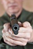 Żołnierz celuje pistoletowego źrebaka Zdjęcie Stock