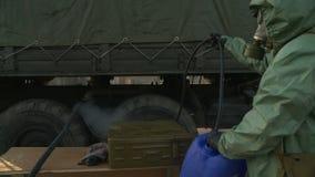 Żołnierz dezynfekcyjna ciężarówka zbiory