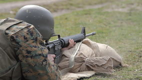Żołnierz strzelanina od M16 karabinu zdjęcie wideo