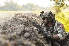 Żołnierz w górach obraz stock