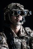 Żołnierza mężczyzna chwyta agresywna moda Obrazy Royalty Free