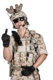 Żołnierza opancerzenia mężczyzna folujący hełm w odosobnionym obrazy royalty free