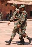 Żołnierze hinduscy w kamuflaży mundurach. Uttar Pradesh, India. zdjęcie royalty free