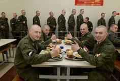 Żołnierze lunch w bakłaszkach Fotografia Royalty Free