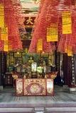 Ołtarz plenności bóstwa dowcip kadzi - Hoi, Wietnam zdjęcie royalty free