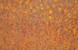 Ośniedziała żółtego metalu powierzchnia Naszła pomarańcze, czerwień, grunge metalu tekstury ośniedziały tło fotografia royalty free