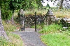 Ośniedziała żelazna cmentarniana brama, Glendalough, Irlandia Obraz Stock