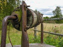 Ośniedziała brama stary well Zdjęcie Royalty Free