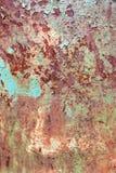 Ośniedziała malująca metal tekstura, stara żelazo powierzchnia z podławą krakingową farbą i narysy, abstrakcjonistyczny grunge tł zdjęcie stock