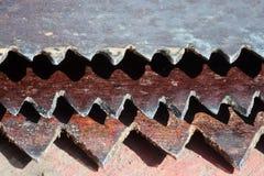 Ośniedziałe stare metali zębów piły Obrazy Royalty Free