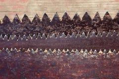 Ośniedziałe stare metali zębów piły Zdjęcia Stock