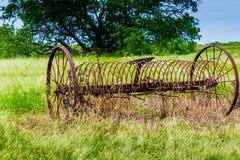 Ośniedziałego Starego Teksas metalu Rolny wyposażenie w polu Fotografia Royalty Free