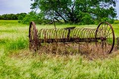 Ośniedziałego Starego Teksas metalu Rolny wyposażenie w polu Fotografia Stock