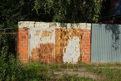 Ośniedziały garażu drzwi lub żelaza prześcieradło Zdjęcie Stock