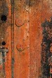 Ośniedziały metalu prześcieradło Z Krakingową Rozłożoną Strugającą Daleko Czerwoną farbą Obrazy Royalty Free