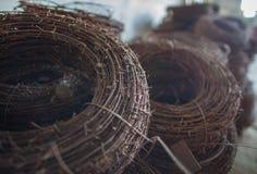 Ośniedziały motek stary drut kolczasty Fotografia Royalty Free