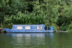 Ośniedziały niewygładzony statek w Thames rzece fotografia royalty free