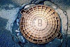 ośniedziały okładkowy manhole Fotografia Royalty Free