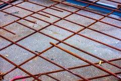 Ośniedziały rebar przygotowywający dla betonowego dolewania fotografia royalty free