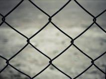 Ośniedziały stalowy drucianej siatki ogrodzenie Obraz Stock