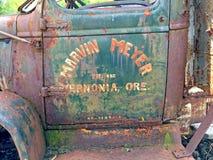 Ośniedziały stary leśny pojazd fotografia royalty free