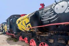 Ośniedziały stary steem pociąg przy taborowym cmentarzem w Boliwia zdjęcia royalty free