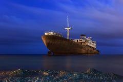 Ośniedziały statek przy nocą Fotografia Royalty Free