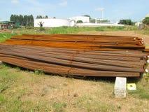 Ośniedziali szpotawi bary materialni dla wzmacnienie betonu zdjęcie stock