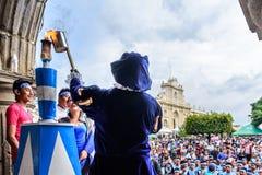Oświetleniowa pochodnia, dzień niepodległości, Antigua, Gwatemala Zdjęcia Stock