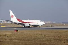 """O †""""Air Algerie Boeing 737 do aeroporto internacional de Francoforte decola Imagens de Stock"""