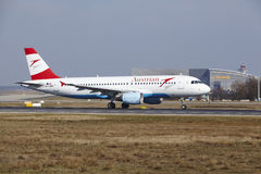 "O †""Austrian Airlines Airbus A320 do aeroporto internacional de Francoforte decola Foto de Stock Royalty Free"