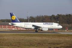 """O †""""Lufthansa Airbus A319-112 do aeroporto internacional de Francoforte decola Fotografia de Stock"""