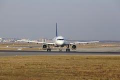 """O †""""Lufthansa Airbus A319 do aeroporto internacional de Francoforte decola Fotos de Stock"""