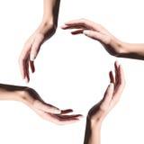 O ícone de recicl o símbolo feito com mãos da mulher Imagens de Stock Royalty Free