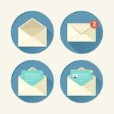 O ícone do correio ajustou-se na ilustração lisa do vetor do estilo Fotografia de Stock