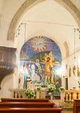 O ícone moderno na igreja medieval Imagens de Stock