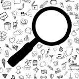O ícone tirado da busca da garatuja da lente de aumento da mão preta, ilustração com garatuja objeta no fundo Fotografia de Stock Royalty Free