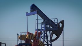 O óleo de bombas da plataforma petrolífera filme