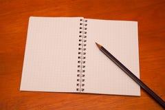 Ołówek na notatniku Obrazy Royalty Free
