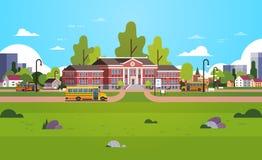 O ônibus amarelo na frente dos alunos da jarda de prédio da escola transporta conceito o plano horizontal do fundo da arquitetura ilustração do vetor